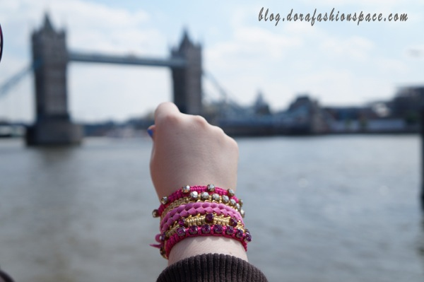 sissi_hand_in_london