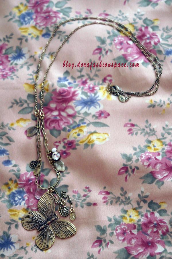 accessorize_necklace