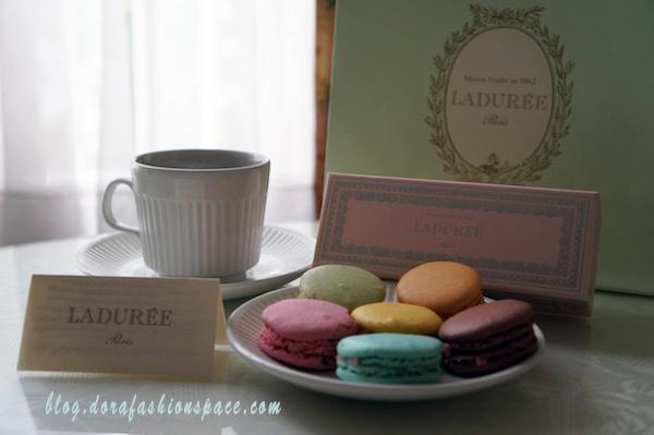 tea_and_macarons