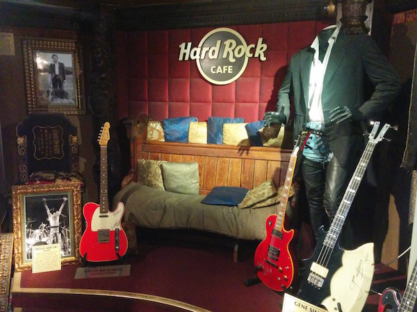 hard-rock-cafe-london-the-vault