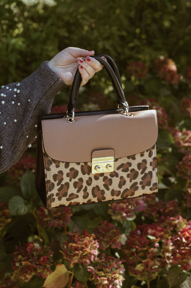 eopard print bag outfit details