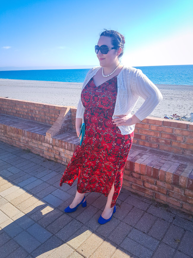 how to wear maxi dress curvy blogger