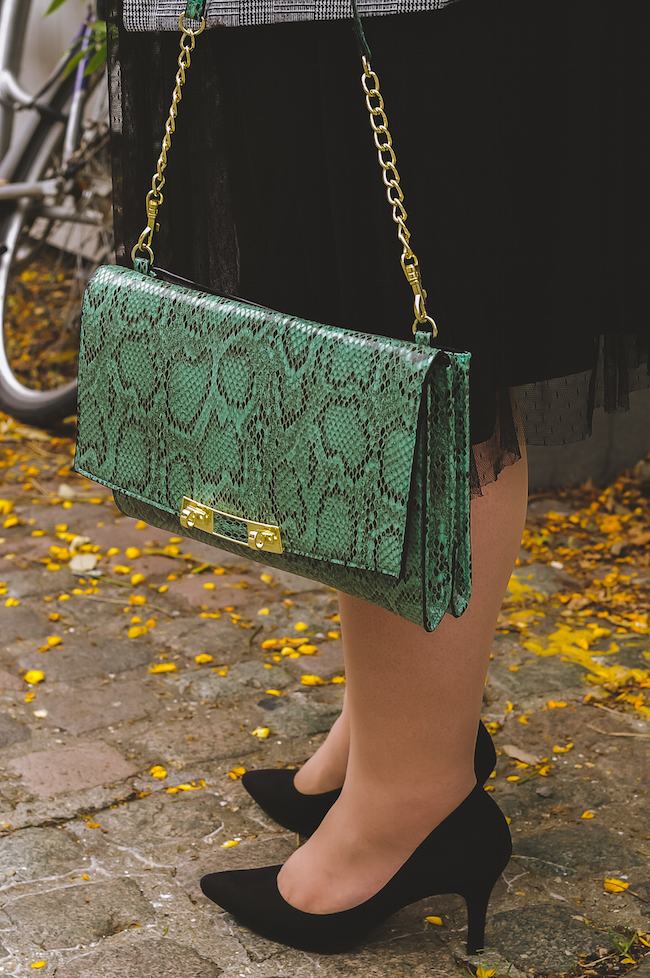 snakeskin print bag outfit